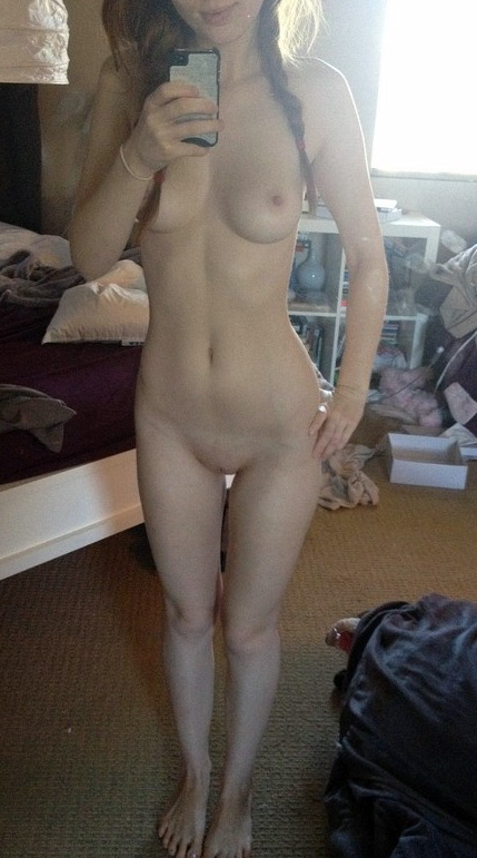 coquine nue montre son snap en direct